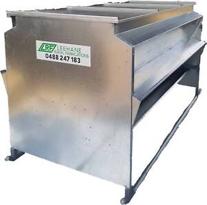 Grain and Pellet Lick Feeder