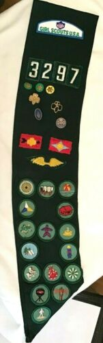Girl Scout OFFICIAL Intermediate BADGE SASH Pins Patches HALLOWEEN  3297 Combine