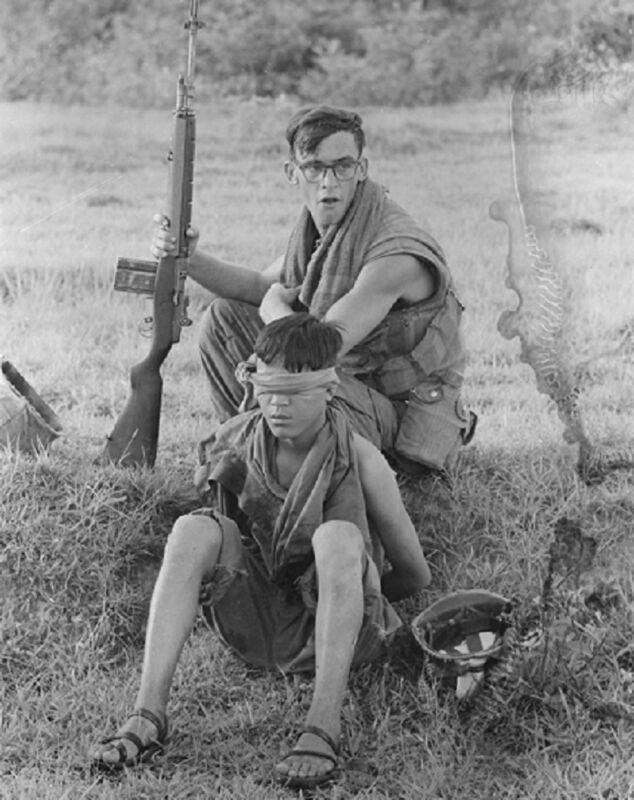 """US Soldier guards a Captured North Vietnamese 8""""x 10"""" Vietnam War Photo 214"""
