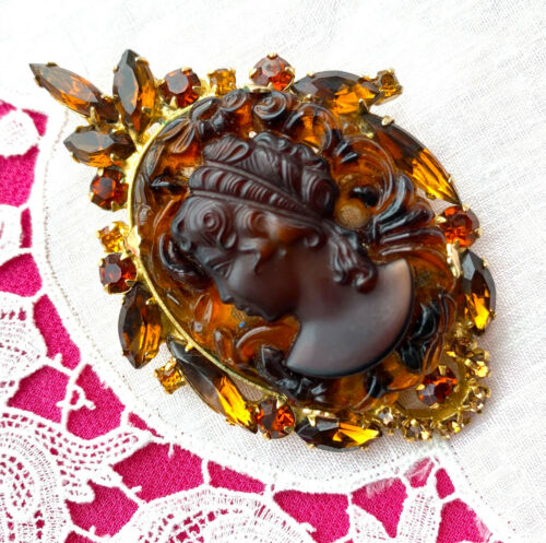 RARE MINTY Juliana D&E CAMEO Pendant Pin BOOK PC Rhinestone Carved Slag Glass