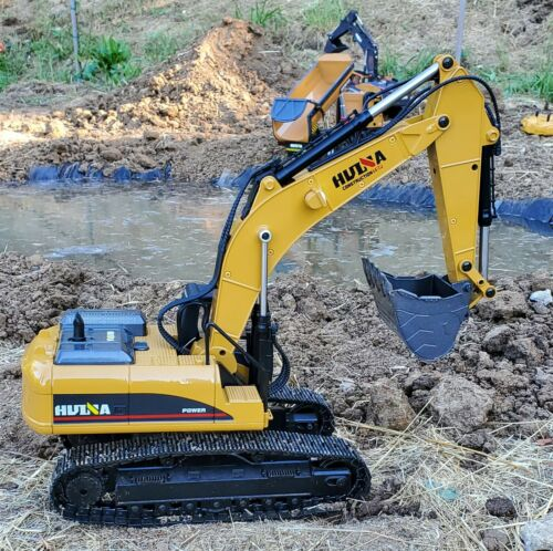 Huina 1580 23 Channel Full Metal RC 1:14 Excavator Version 4 w/ Carrying Case