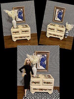 BARBIE & POPPY PARKER Diorama set ,Vintage Dresser and Picture frame ( No Doll )