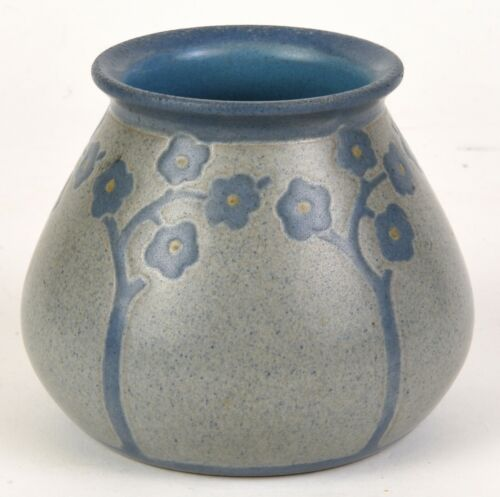 """MARBLEHEAD POTTERY BLUE DECORATED VASE 3.75"""" TALL by 4.5"""" WIDE"""