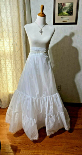 Davids Bridal Sz 18w Fit Flare Crinoline Wedding Formal White Slip ZipStyle 9603