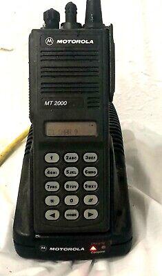 Motorola Mt2000 Uhf Handie-talkie Fm Radio H01sdh9aa7an W Batterycharger