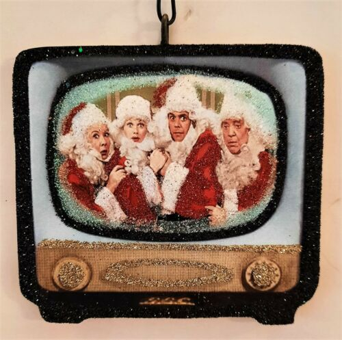 RETRO TELEVISION - I LOVE LUCY CAST in SANTA SUITS * Glitter CHRISTMAS ORNAMENT