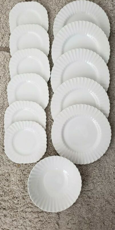 Lot (12) J & G Meakin England Classic White Scalloped Plates/Bowl