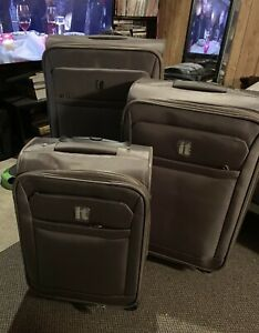 3-Piece IT Luggage Set Brand New