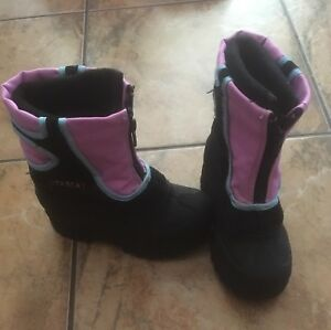Children's size 9 itasca winter boots