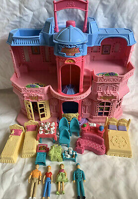 Fisher price sweet streets hotel with accessories And Dolls