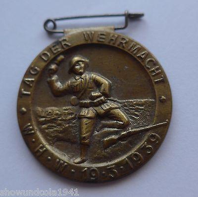 Anstecknadel --Tag der Wehrmacht-- sehr alter Pin Soldat (2)
