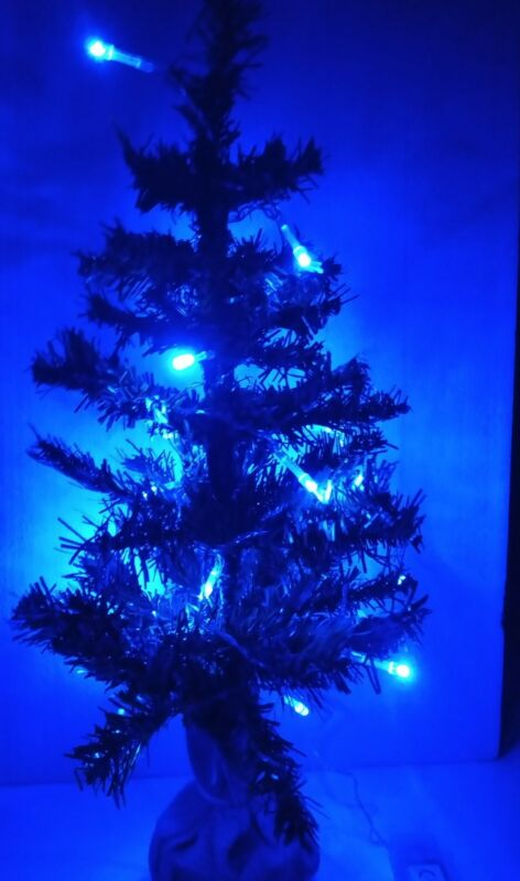 2ft+Norway+Pine+Artificial+Christmas+Tree+With+20+Blue+Lights.+60cm.+Jute+base