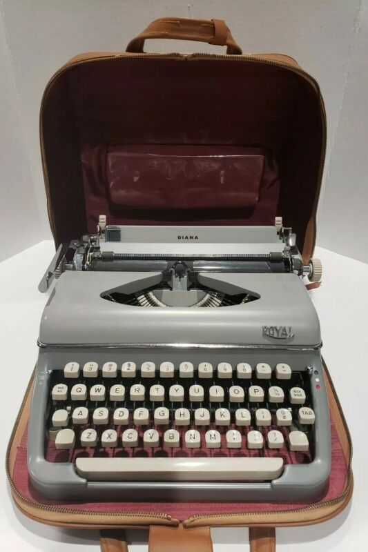 "Vintage Royal ""Diana"" Gray Typewriter (DTP 94087) w/Leather Carry Case *Classic*"