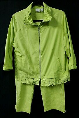 Green Cropped Pant Set (Chicos Zenergy Green 2 PC Set Size 1 Med Zipper Jacket Sz 0.5 Small Crop Pants  )