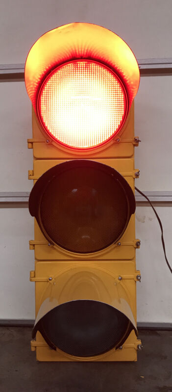 "McCain TRAFFIC SIGNAL Light Red Yellow Green 41"" Aluminum With Sequencer"