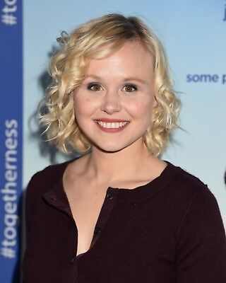 Alison Pill 8 x 10 / 8x10 GLOSSY Photo Picture