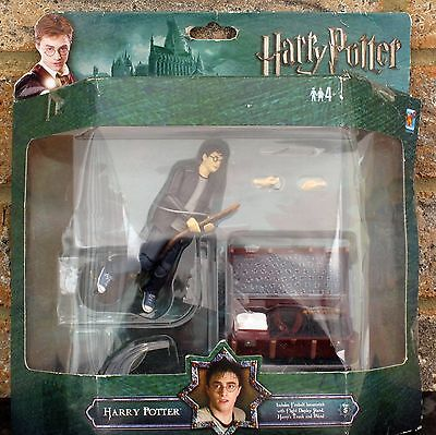HARRY POTTER AND THE ORDER OF THE PHOENIX HARRY FIGURE WITH FIREBOLT BROOMSTICK