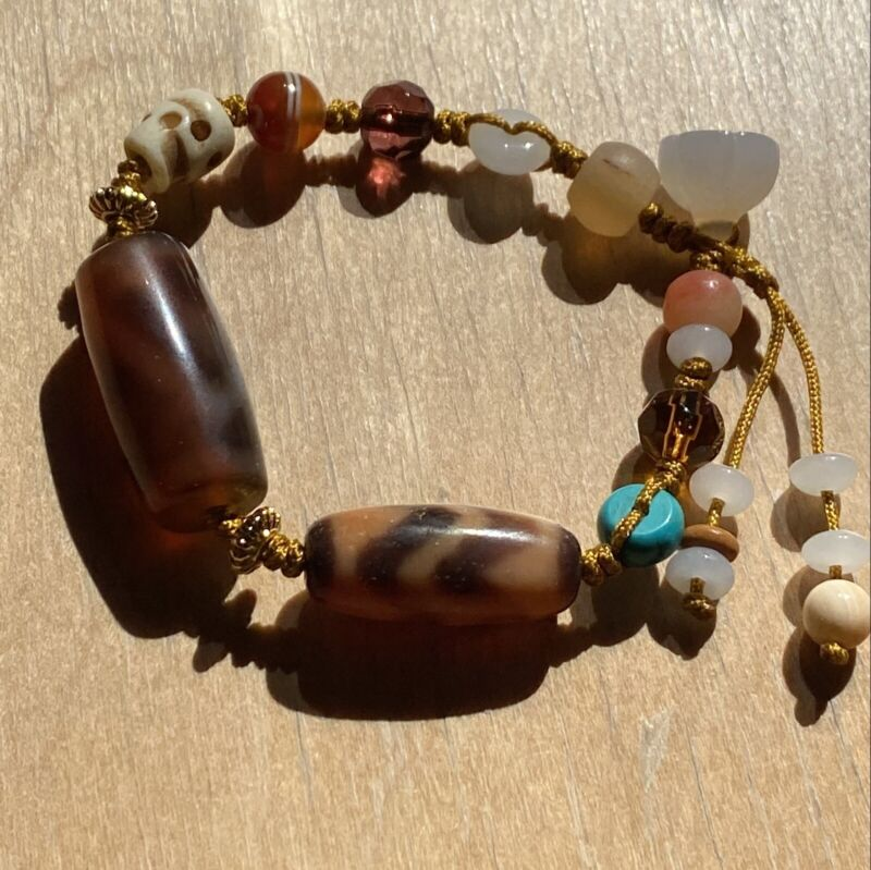 ANTIQUE OLD TIBETAN 1 EYE 2 MOUNTAIN, DOUBLE WATER WAVE AMULET DZI BEAD Bracelet