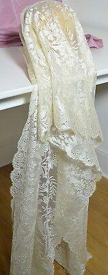 Vintage Lace Veil - VINTAGE ANTIQUE LONG SILK CHANTILLY LACE VEIL WITH SCALLOPED PICOT EDGES RR469