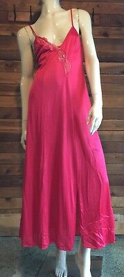 VINTAGE MISS ELAINE Gold Label RED SIZE PETITE NIGHTGOWN