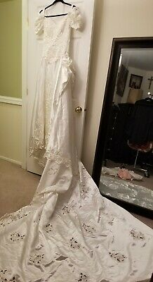 Double Shoulder Wedding Dress Long Train Vintage Button Up Bridal Wedding Gown