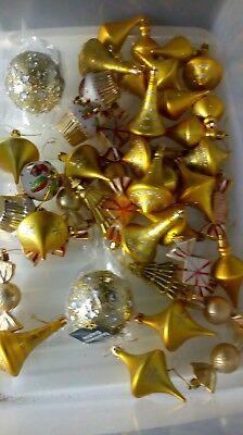 43 gold Christmas tree baubles ex garden centre display, below half price joblot ()
