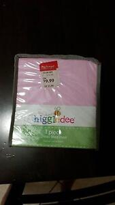 cot fitted sheet - pink cotton Upper Coomera Gold Coast North Preview