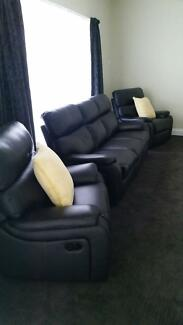 Black leather recliner lounge suite Moama Murray Area Preview