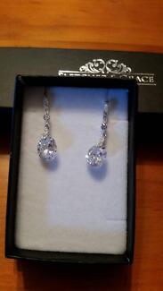 Fletcher & Grace Womans bracelet and earrings