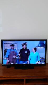 SONY TV BRAVIA KDL... FOR SALE