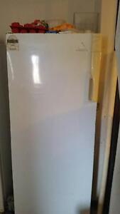 Freezer Upright 393 L Whirlpool Rockingham Rockingham Area Preview