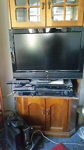 TV, BlueRay player, T Box, X Box ONE, Kinect, controllers Scarborough Redcliffe Area Preview