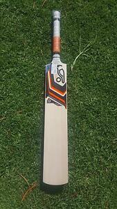 Kookaburra Onyx Pro Players cricket bat grade 1 English Willow Golden Square Bendigo City Preview