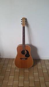 Maton M325 acoustic guitar Armadale Stonnington Area Preview