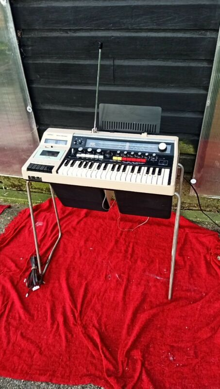 Vintage Sankei Tch 8800 'entertainer' electric organ and sound system keyboard