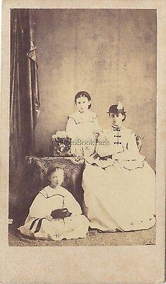 Woman with two children Portrait primitive Fashion Cdv Vintage albumin ca 1860