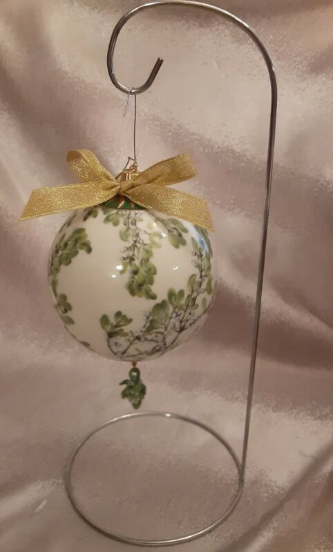 Goebel Smithsonian Inst. Mistletoe Kissing Ball Ornament