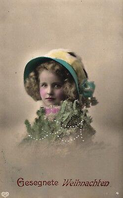 Weihnachten, Mädchen mit Hut, um 1910 ()