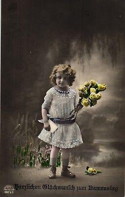 Namenstag, Mädchen mit Blumen, Foto-AK, um 1910/20