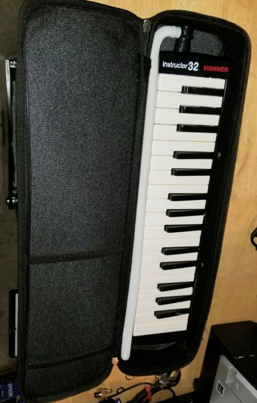 Hohner Melodica Instructor 32 keys with carry case
