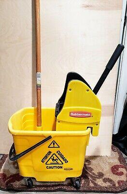 Rubbermaid Industrial Mop Bucket Set W Bucket Wringer Full Mop Plunger Used