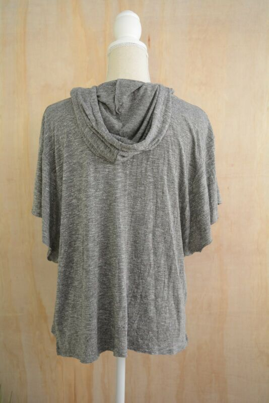 9d975be7442 One Eleven Express - Gray heather cropped lightweight hoodie. Material(s)   Polyester