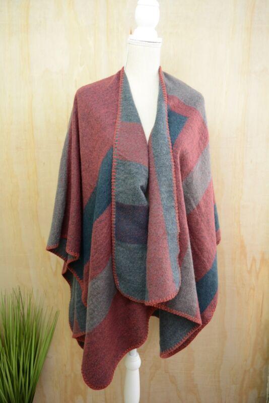 1d495f8cd65 BB Dakota - Soft red-blue colorblock fleece blanket poncho