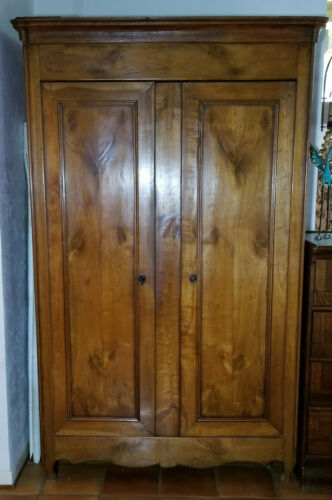 ELEGANT ANTIQUE LATE 18c FRENCH OAK  MARRIAGE ARMOIRE