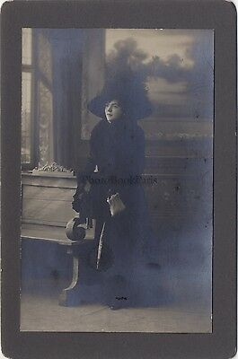 Fashion Woman Hat in one inside bourgeois Vintage citrate ca 1900
