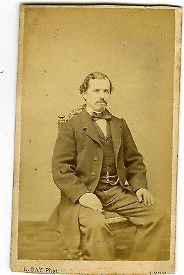 PHOTO CDV 1860 LYON vintage print L. GAY un homme pose assis