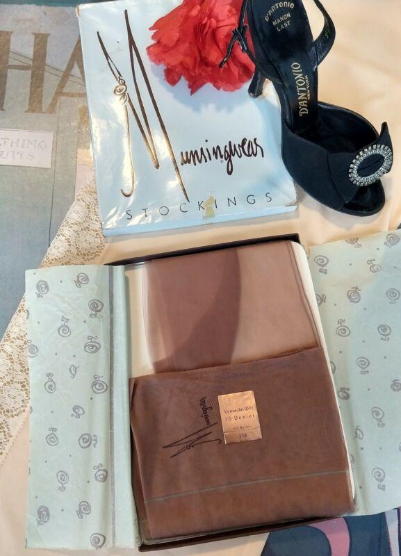 "vintage seamed nylon stockings - Munsingwear - 15 den flat knit - 10.5 33"""