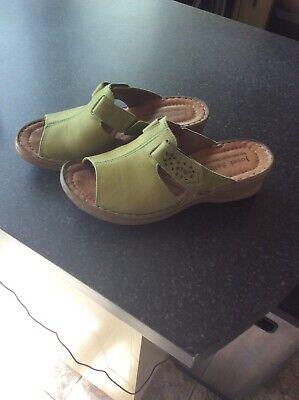 Ladies Green Sandals Size 5.5