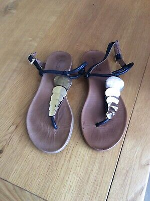 Inuovo Black Leather Flat Sandals Size 5