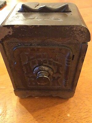 COIN DEPOSIT BANK COMBINATION SAFE VINTAGE CAST IRON BANK, PULL-TOP HANDLE